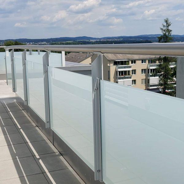 Metall Geländer mit VSG Glas
